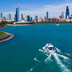 Chicago Urban Adventure: 90-Minute River and Lake Cruise