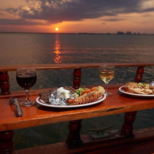 Crucero con cena en Cancún a bordo del Columbus