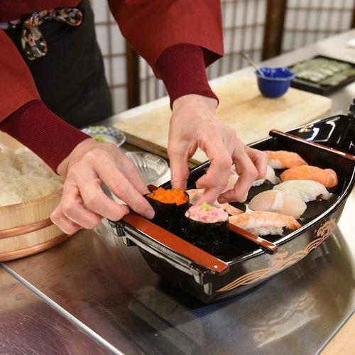 Taller de preparación de sushi + Comida
