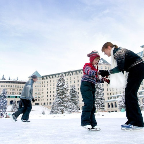 Discover Lake Louise & Snowshoeing: Tour from Banff