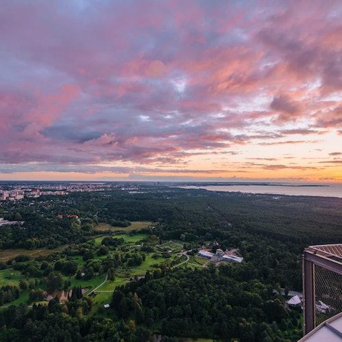 Torre de televisión de Tallin: Sin colas