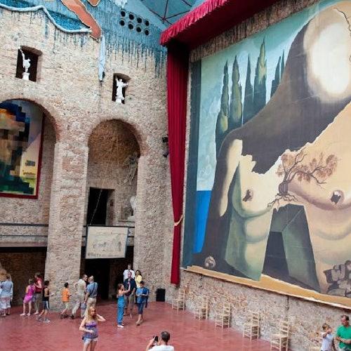 Museo Dalí y Gerona medieval: Tour con un grupo pequeño desde Barcelona