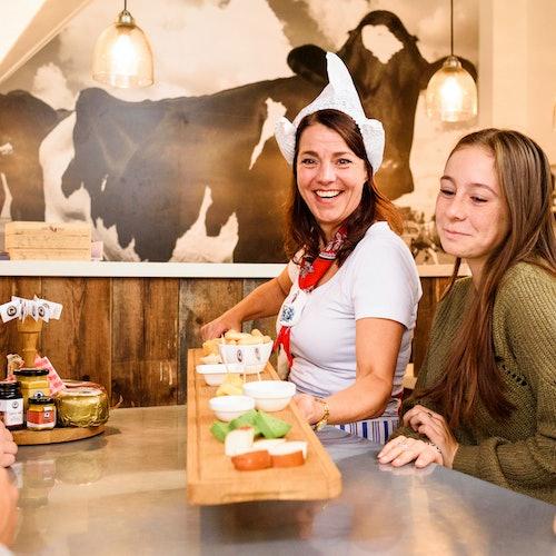 アンリ・ウィリグでオランダチーズの試食の写真