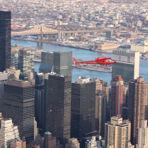 Vuelo el helicóptero sobre Nueva York