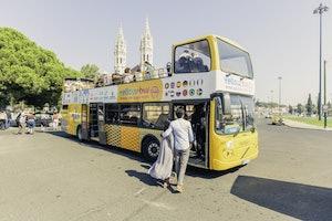 Autobus hop-on hop-off w Lizbonie