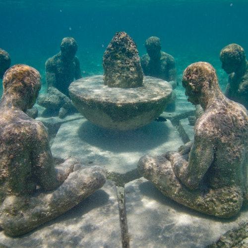 Museo Subacuático Punta Nizuc: Barco con fondo transparente