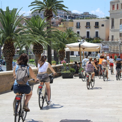 Historia y cultura de Bari: Tour a pie o en bici