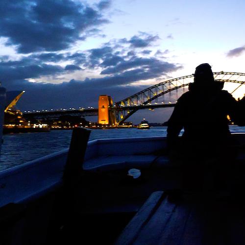 Crucero con cena al atardecer en un gran velero por la bahía de Sídney