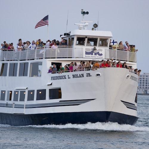 Crucero de USS Constitution por Boston Harbor