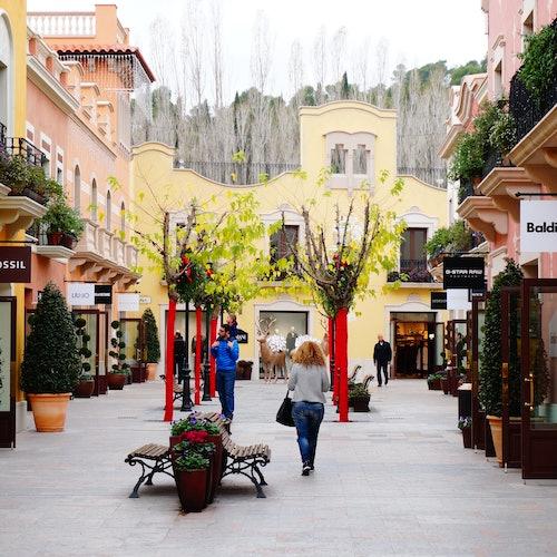 Designer outlet la roca village barcelona bus tour for Las rocas outlet barcelona
