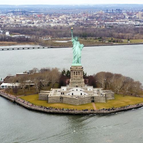 La Estatua de la Libertad desde Battery Park + Guía de la ciudad