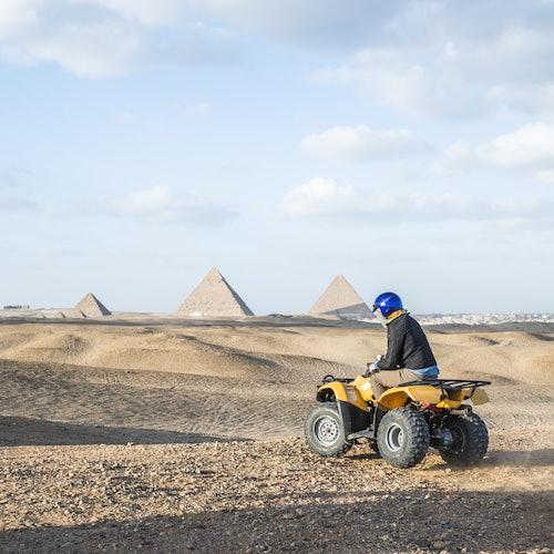 Excursión desde El Cairo o Guiza: Recorre las pirámides en quad y camello