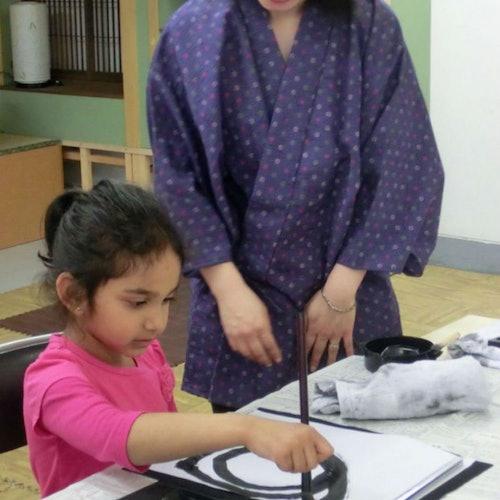 Clase de caligrafía en Tokio