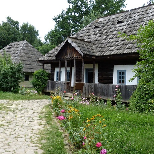 Bucharest Sightseeing Tour & The National Village Museum