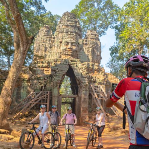 Bike el amanecer de Angkor