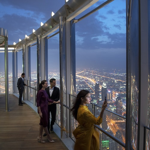 Burj Khalifa: Bubbly Sundowner at the Lounge (Pisos 152-154)