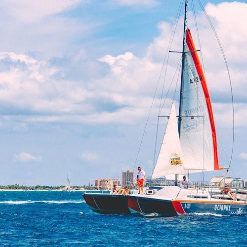 Crucero Happy Hour en catamarán  al atardecer