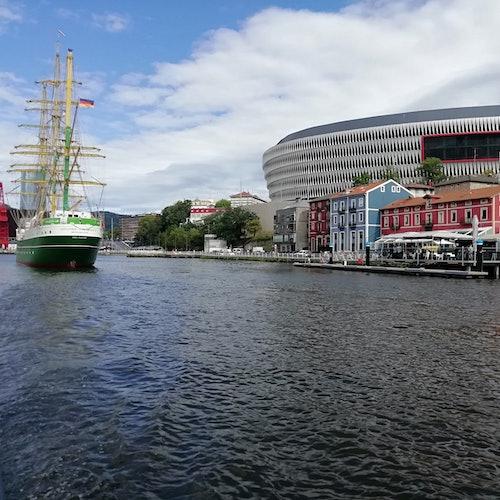 Crucero turístico por la ría de Bilbao y bahía del Abra