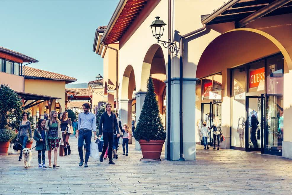 giuria Menagerry costante  Franciacorta Outlet Village: Roundtrip from Milan