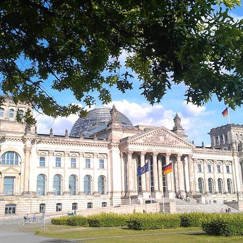 Tour guiado en alemán del distrito gubernamental + Acceso al Reichstag y cúpula