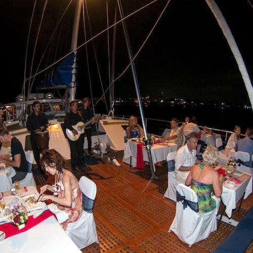 Crucero al atardecer Aristocat Bali