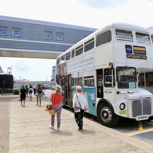 Bus turístico por la ciudad de Halifax