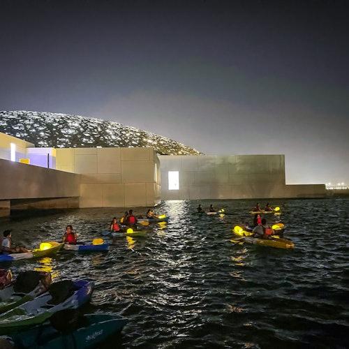 Kayak en el Louvre Abu Dabi
