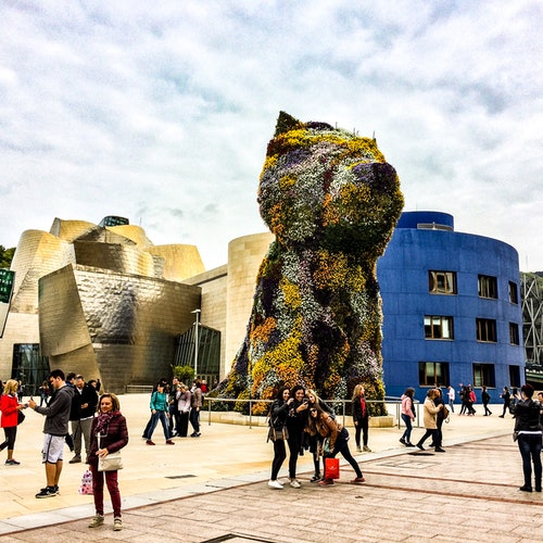 Gaztelugatxe y Museo Guggenheim desde San Sebastián