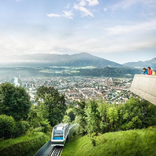 Viaje de ida y vuelta en funicular: Innsbruck a Hungerburgbahn