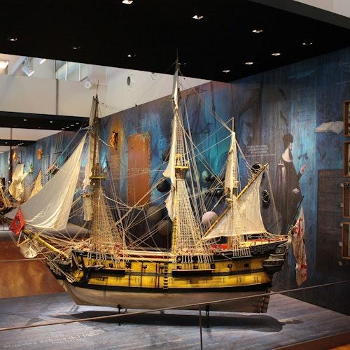 Pabellón de la Navegación: Sin colas