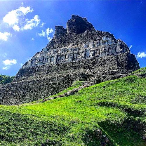 Yacimiento arqueológico de Xunantunich