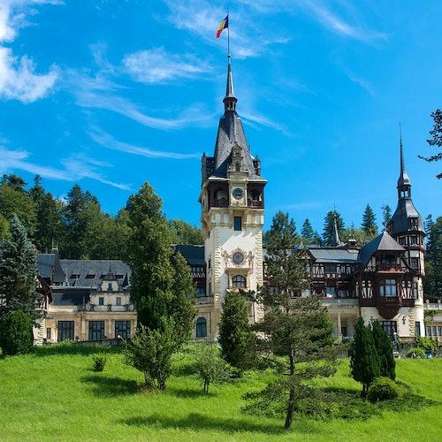 Castillo de Bran y Castillo Peleș desde Bucarest