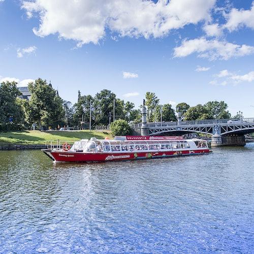 Bus y barco turístico de Estocolmo